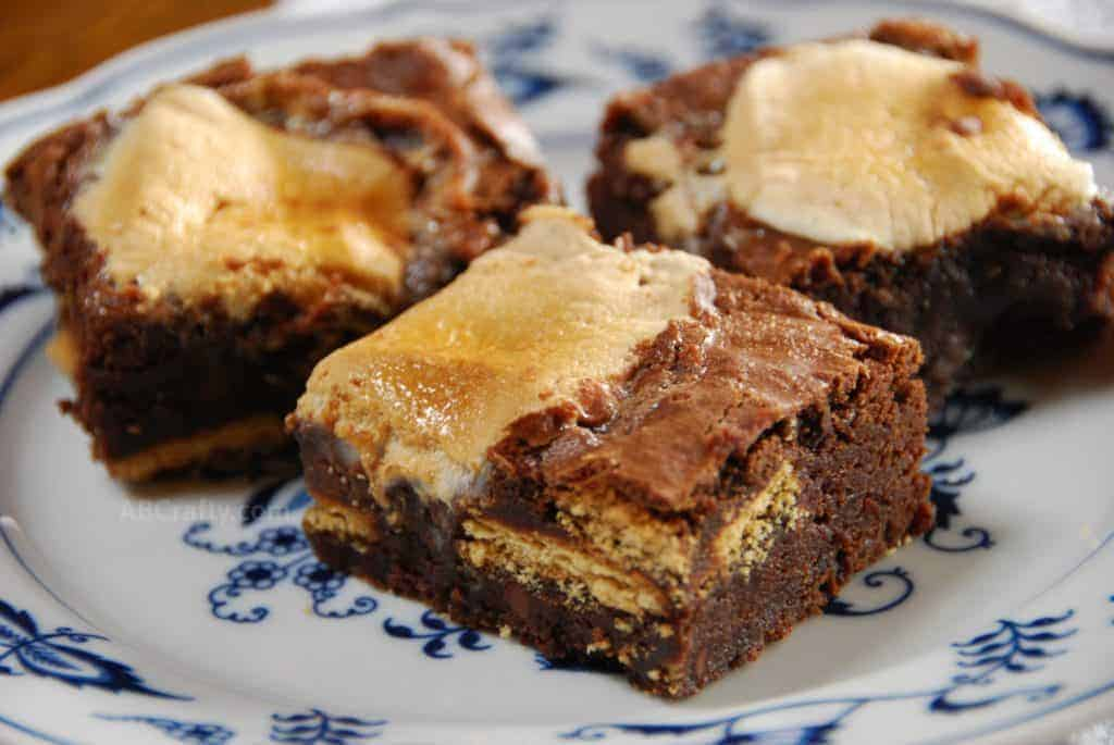 Smores Brownies - brownies made with marshmallows and graham crackers