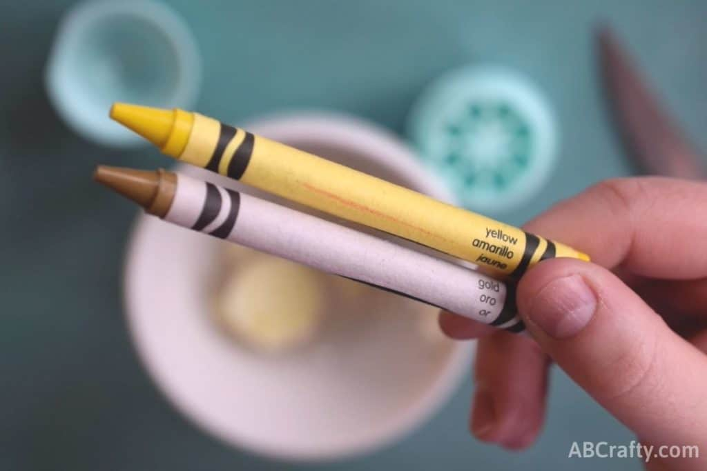 yellow and gold crayons