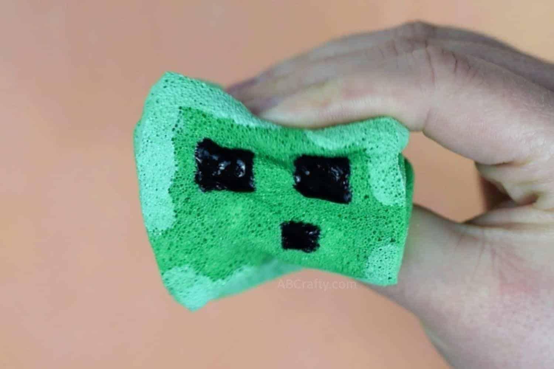 Squishing glow in the dark handmade Minecraft slime squishy